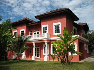 Luxury beachfront home Casa Rosada
